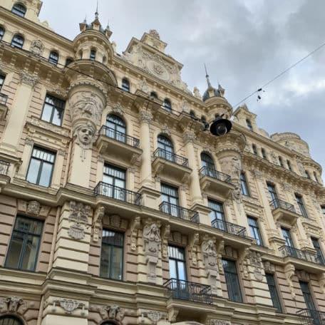 detalhe predio distrito de art nouveau em riga letonia