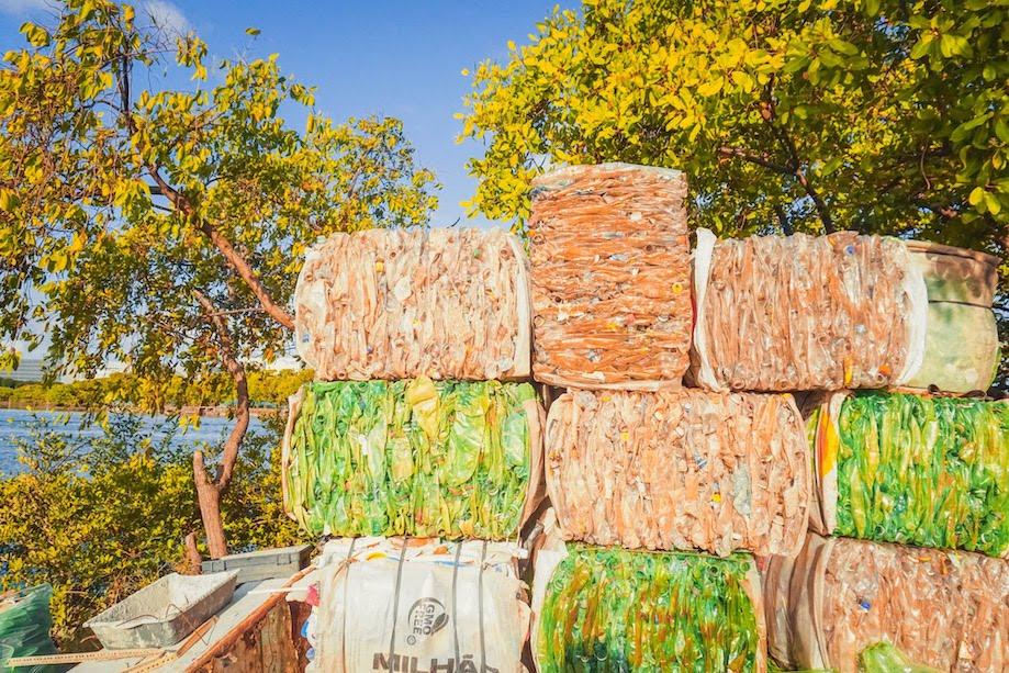 Projeto de reciclagem na Ilha de Deus