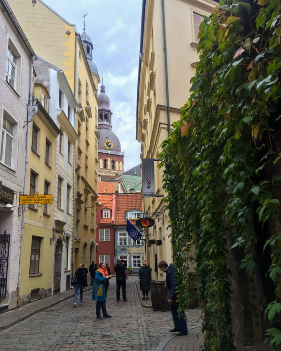 ruelas do centro historico de riga letonia