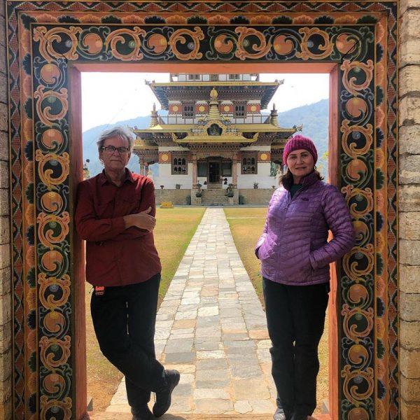 casal asia viajantes maiores de 60