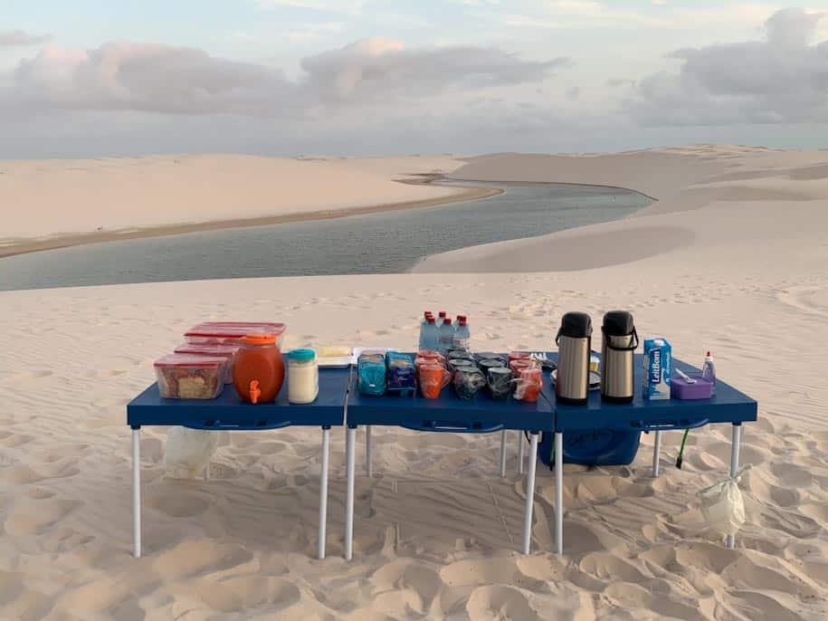 rota das emoçoes café da manha nos lençóis maranhenses com dunas e lagoa