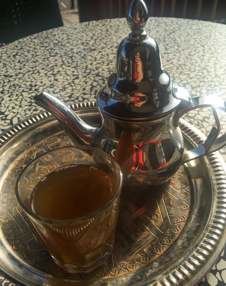 comida marroquina chá de hortelã