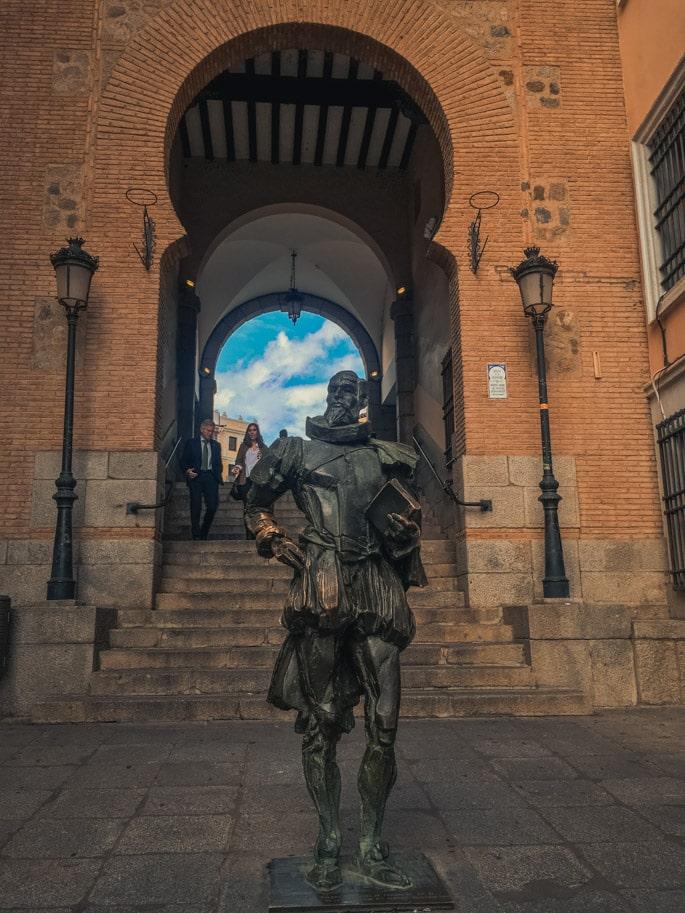 estatua cervantes toledo espanha
