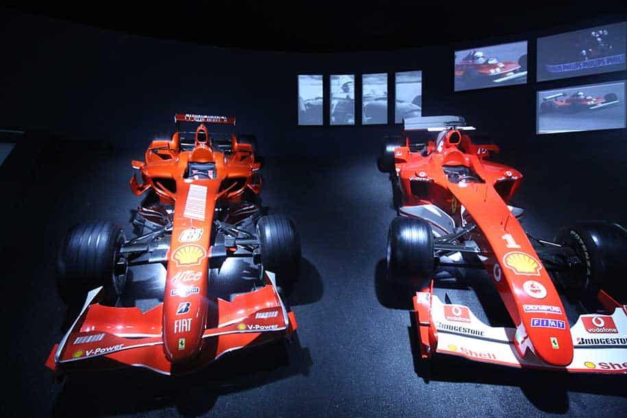 dois carros de f1