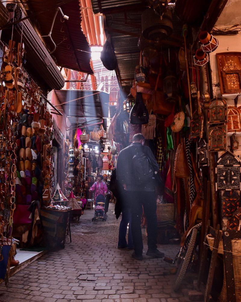 souk tradicional de couro em marrakech marrocos
