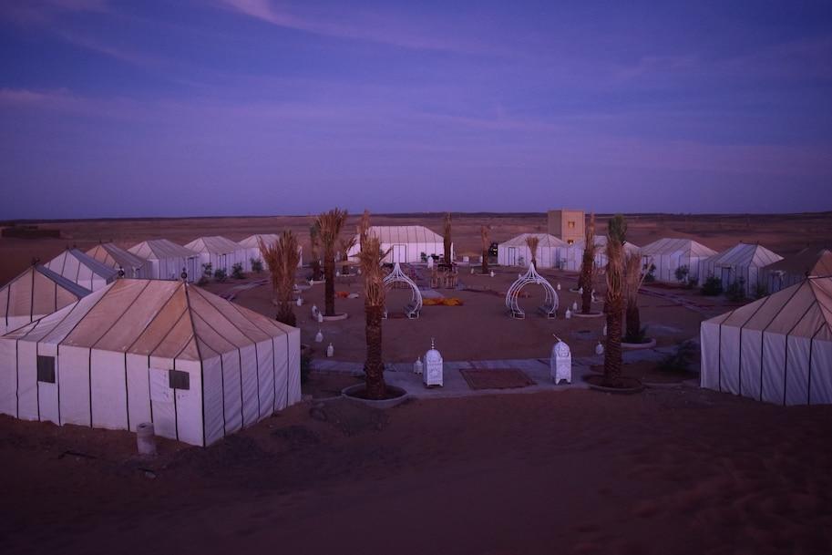 acampamento de luxo no deserto do saara marrocos