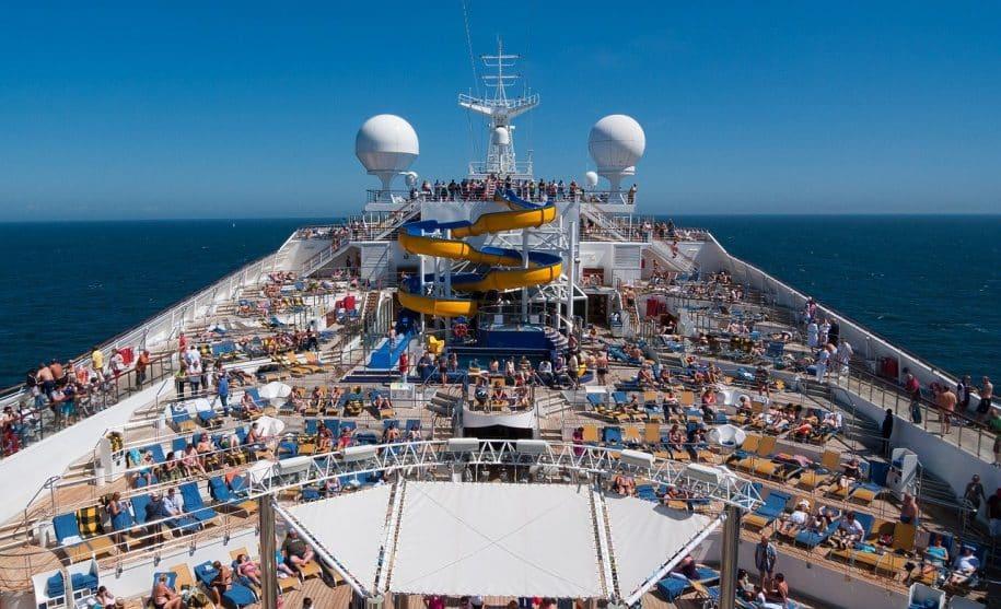navio mar pessoas quarentena