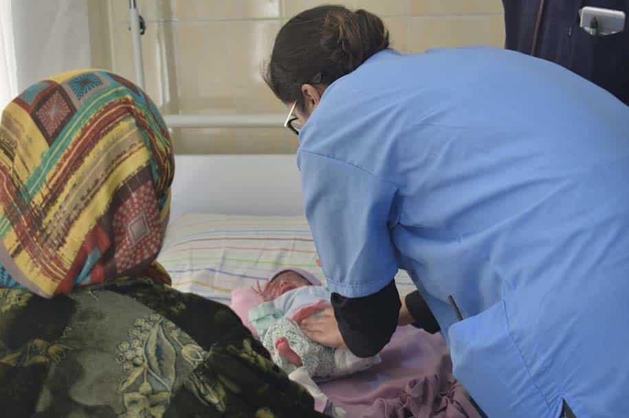 criança medica mãe