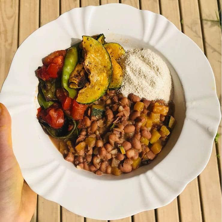 prato orgânico com feijão farinha legumes