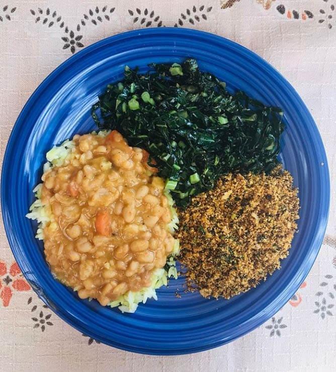 almoço saudável com grãos, verduras e legumes