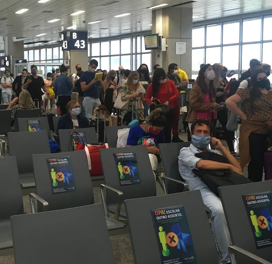 aglomeracao no embarque para voo 2020
