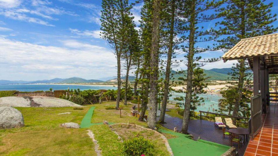 Casa de temporada com vista para o mar para alugar na Praia da Joaquina Florianópolis