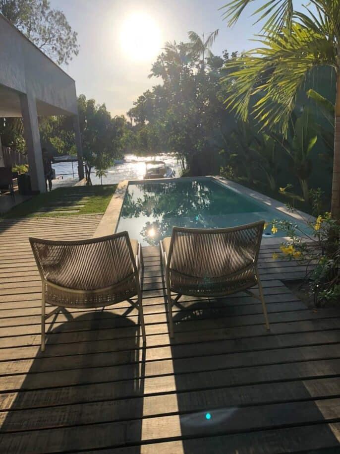 casa com piscina e vista para o rio barreirinhas airbnb