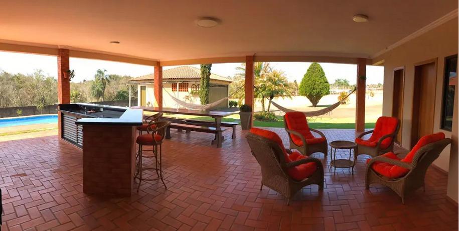 casa com piscina hidromassagem e lareira airbnb foz do iguaçu