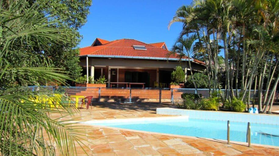 casa com quadra de volei piscina e churrasqueira em foz do iguaçu